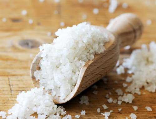 Trị nấm da đầu bằng nước muối có hiệu quả?